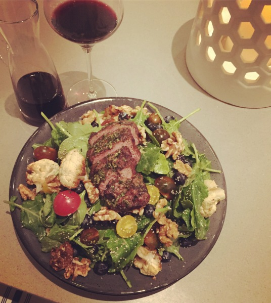Super superfoods salad with steak